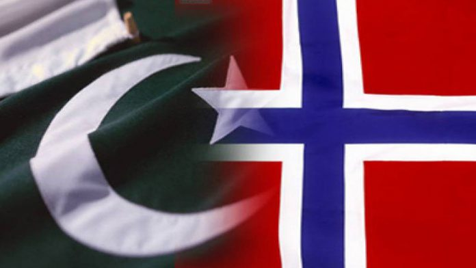 Picture: Pakistan flag on left and Norway flag on right