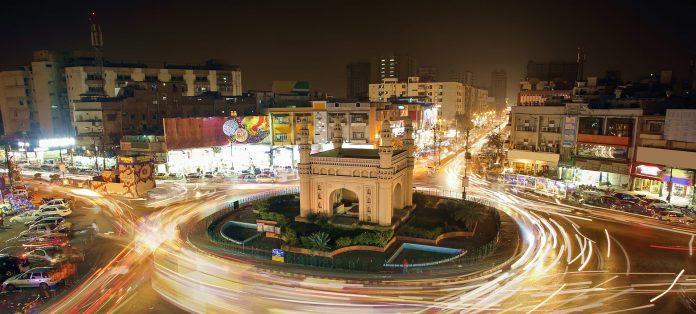 Bahadurabad Chowrangi in Gulshan e Iqbal, Source: Reviv
