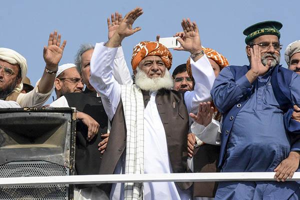 Moulana Fazlur rahman in Azadi March - Source: Newsweek Pakistan
