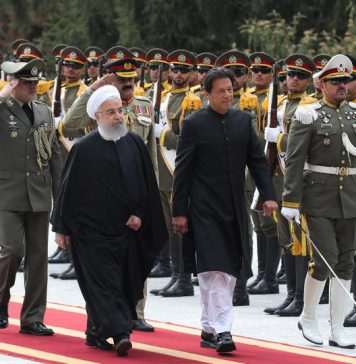 Iranian President Hassan Rouhani walks with Pakistani Prime Minister Imran Khan during a welcome ceremony in Tehran, Iran, April 22, 2019. (Reuters)