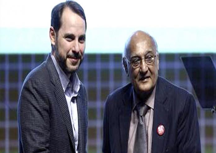 SOURCE: DAWN.COM Famous poet Amjad Islam Amjad receives prestigious Turkish award.
