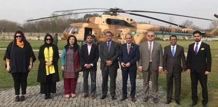 A six-member delegation of 'OIC' visited the LoC and briefed over Indian ceasefire violations.