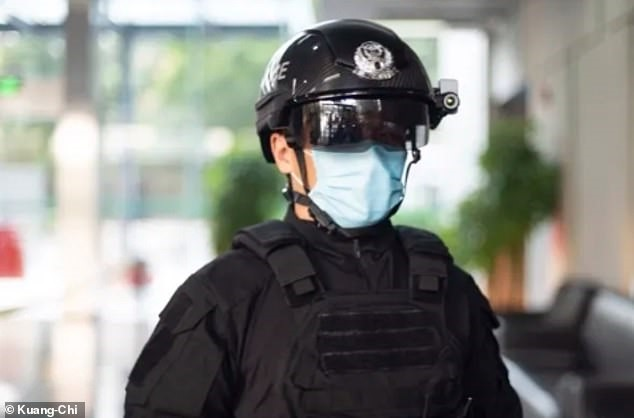 Chinese cops are using smart helmets to fight the coronavirus epidemic.