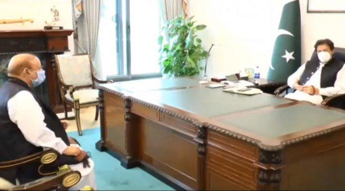 PM Imran met Former PM of Azad Kashmir Barrister Sultan Mahmood to discuss Kashmir matter.