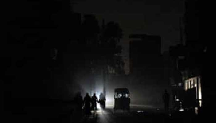 Federal Minister for Energy directed K-Electric to restore power in Karachi by tonight.