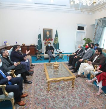 PM Imran Khan meeting Ertugrul team made Pakistanis unhappy