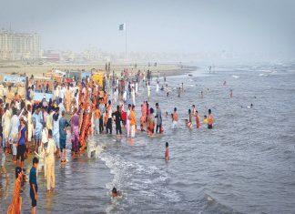 Karachi Administration Bans Bathing and Swimming at Karachi Beaches