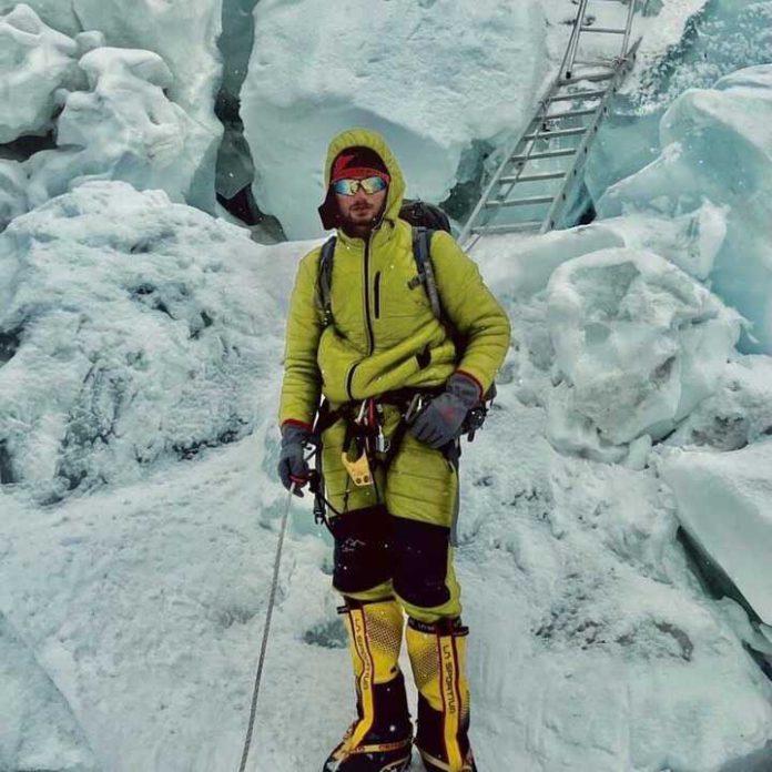Shehroze Kashif: 19-year-old becomes youngest Pakistani to summit K2