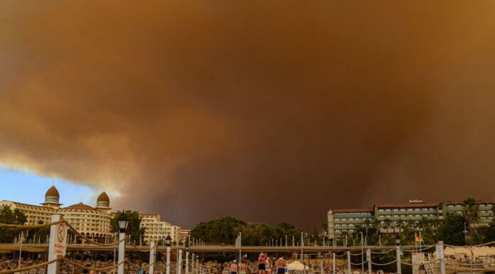 Turkey: Four killed & 180 injured in forest fires close Turkish Resorts